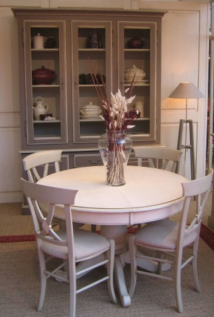 Table de repas proven ale pied central st remy coup de for Table de repas ronde